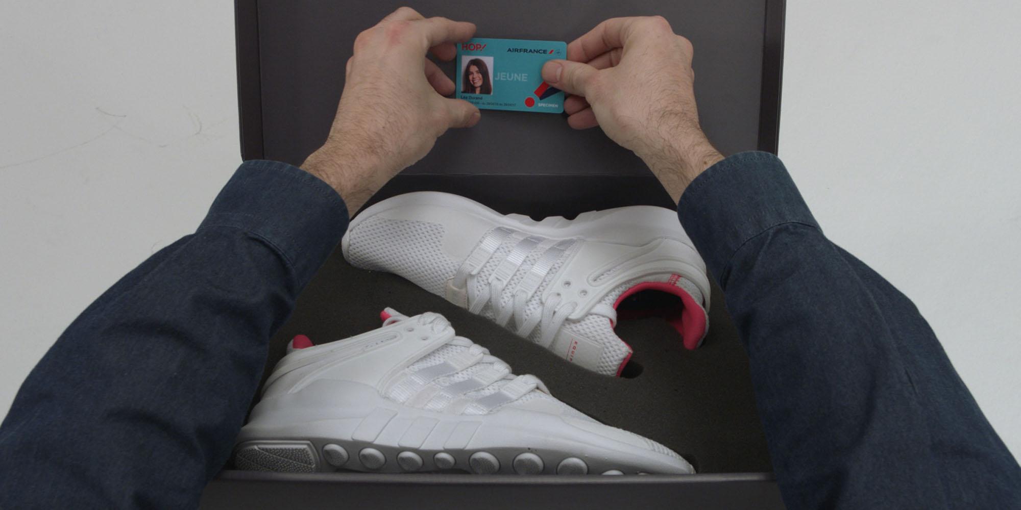 Les boîtes à chaussures personnalisées contenaient la carte Jeune 12-24 ans de HOP ! et… une seule sneaker Adidas, l'autre devant être récupérée chez les parents