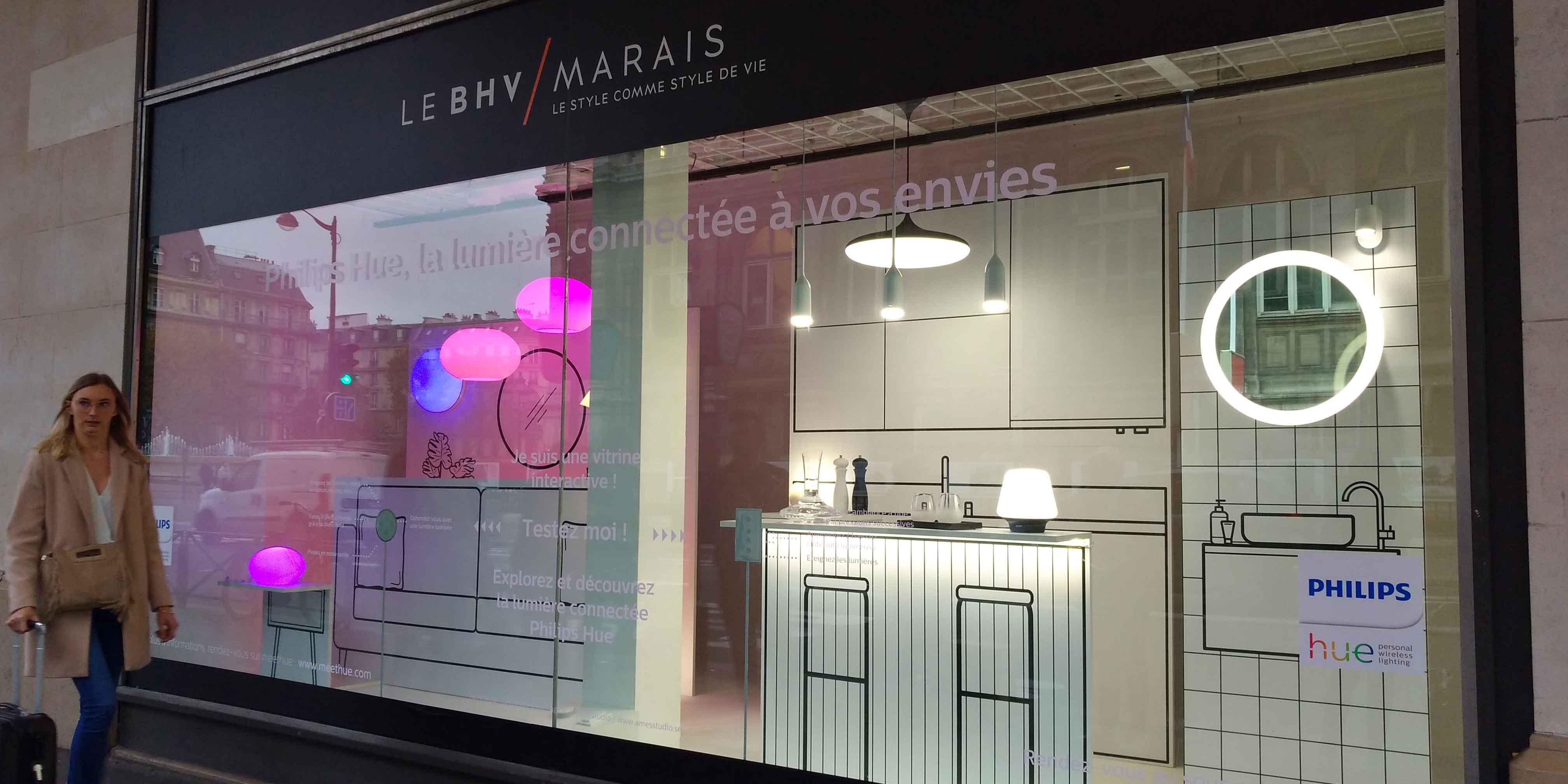 Vitrine interactive : Philips Hue illumine le BHV Marais