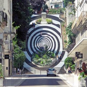 «_Le_Tourbillon_magique_»_-_décoration_estivale_2018_de_l'escalier_Denis-Papin_à_Blois