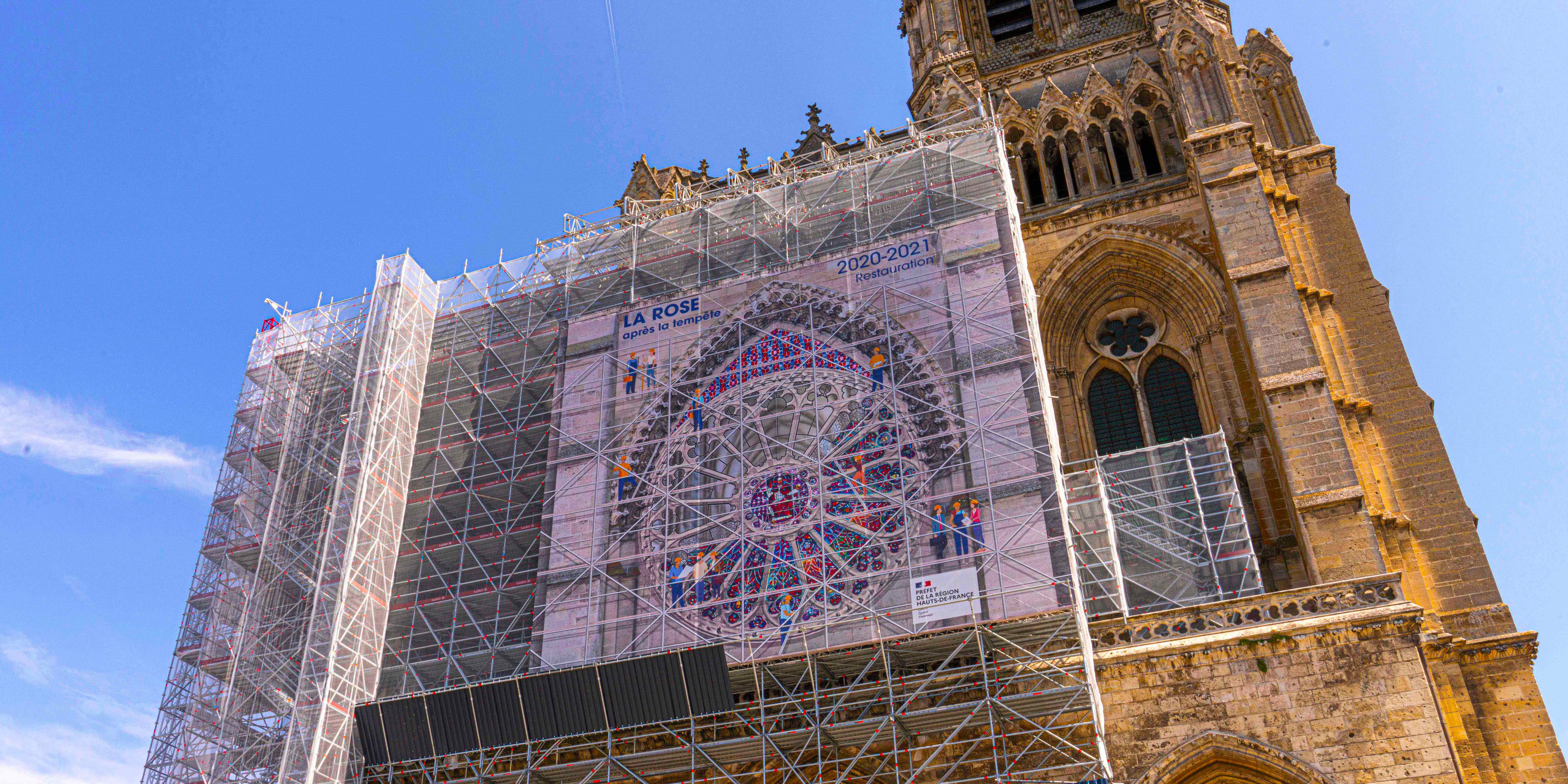 Une_CELIZE-TOILE-TROMPE-OEIL-ROSE-CATHEDRALE-SOISSONS_019